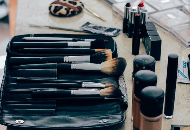 zestaw pędzli do makijażu